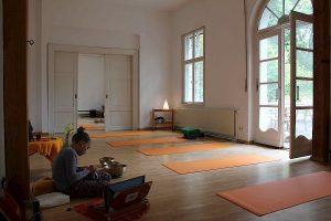Kleiner Yoga Raum
